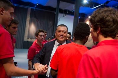 Ranon Agenjo amb jugadors del CF Damm